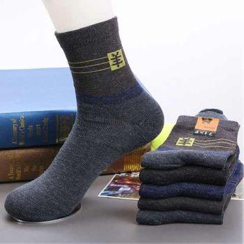 仿羊毛纤维的秋款普通袜子,颜色随机的